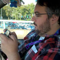 Skywilly joue à la Neogeo Pocket dans les bouchons.